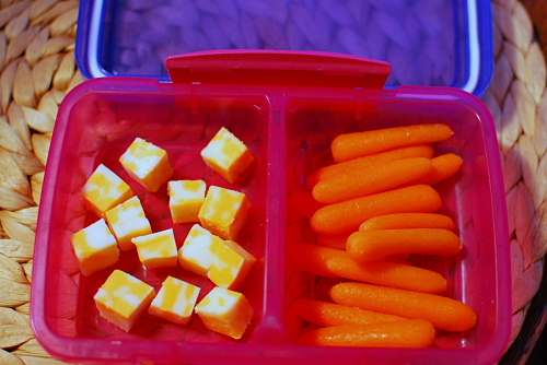 Marbled Cheddar cheese cubes and baby carrots